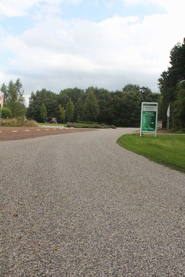 Toebrengen slijtlaag vakantiepark