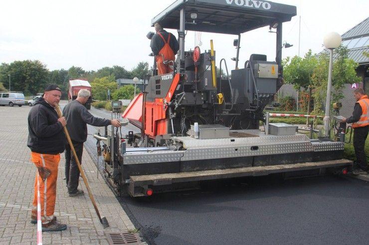 Werkzaamheden asfalteren bedrijfsterrein